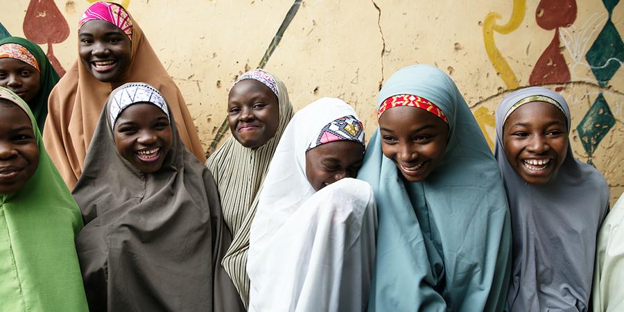 """""""القلب الكبير"""" توحد جهودها مع """"نماء"""" و"""" صندوق ملالا"""" لتستكمل 65 ألف طالبة في نيجيريا تعليمهن (عن بعد)"""